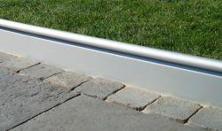 Semmelrock Alu szegély 240x22x3,3 cm - szürke alumínium